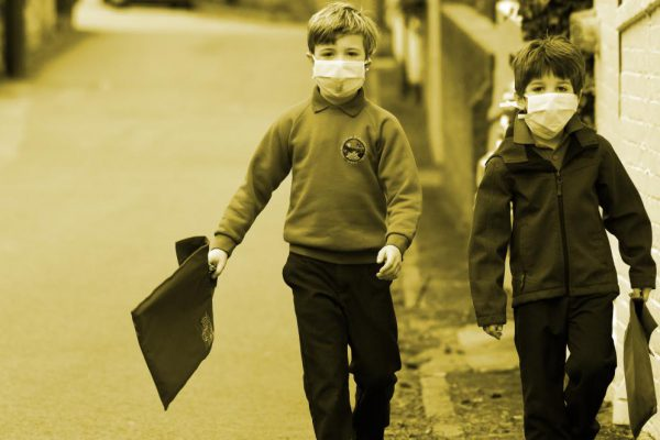 schoolchildren wearing masks
