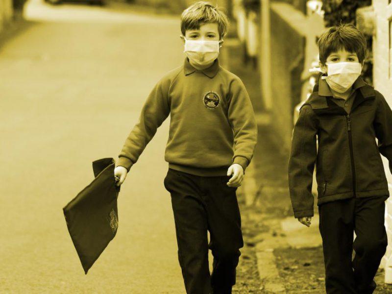schoolchildren wearing masks